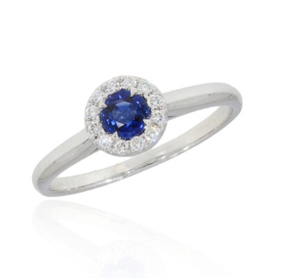Saphirring mit runden Saphir und Diamanten