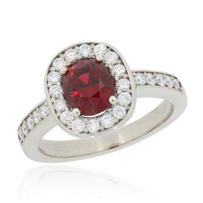 Roter Spinellring mit Diamanten
